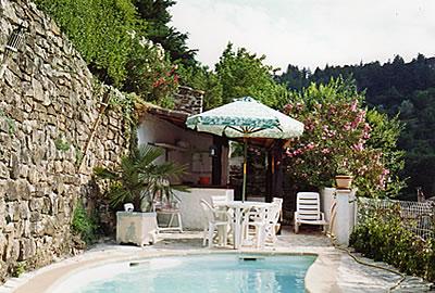 Maison vendre maison en pierre en sud ard che for Ardeche location maison avec piscine